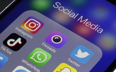Know about the various options that are available in social media